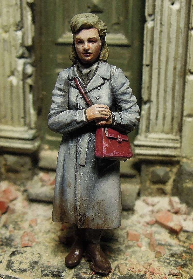 figurines diverses 1/35, whermacht, waffen SS, civil............  Dscn8546
