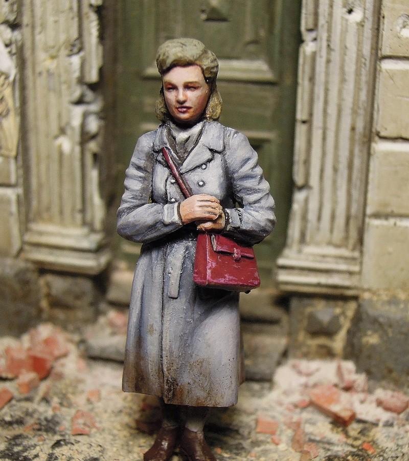figurines diverses 1/35, whermacht, waffen SS, civil............  Dscn8547