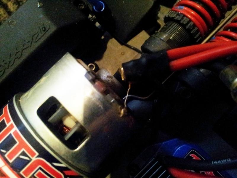 Casse.. pate de fixation moteur cable 20140111