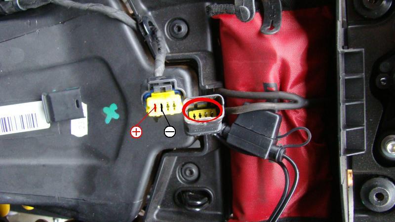 Chargeur batterie/mainteneur de charge Ducati - Page 7 Dsc03110