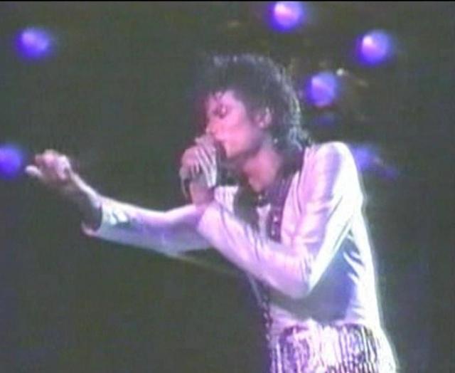 Michael Jackson On Tour (The Magic Continues) Magic_13