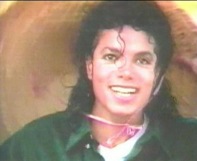 Michael Jackson On Tour (The Magic Continues) Magic_15