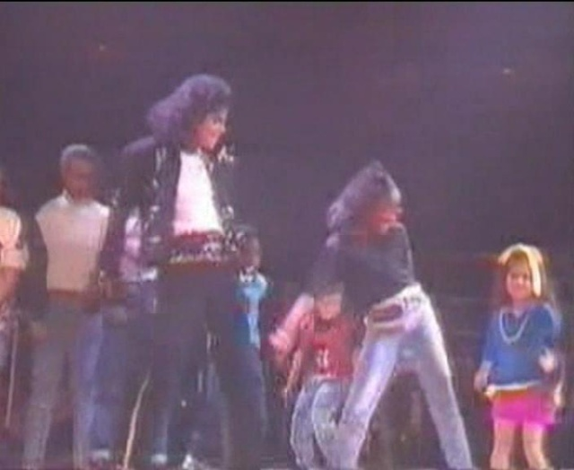 Michael Jackson On Tour (The Magic Continues) Magic_21
