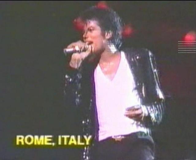 Michael Jackson On Tour (The Magic Continues) Magic_27
