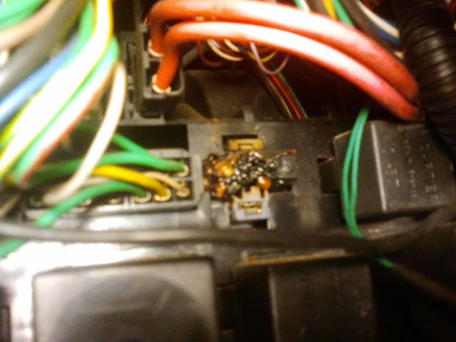 [RESOLU] Problème électrique sur une R25 turbo DX 2013-010