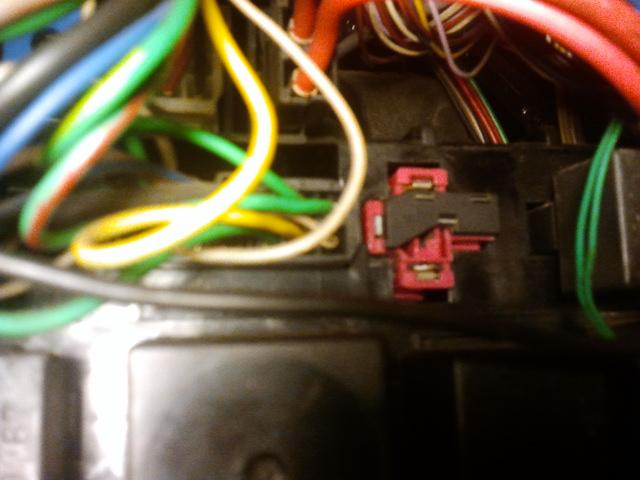 [RESOLU] Problème électrique sur une R25 turbo DX 2013-011