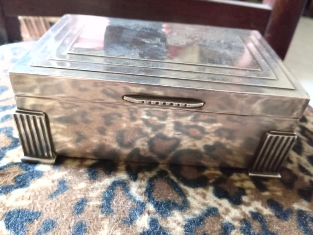 Boîte à cigarettes dédicacée par l amiral darlan Img_2188