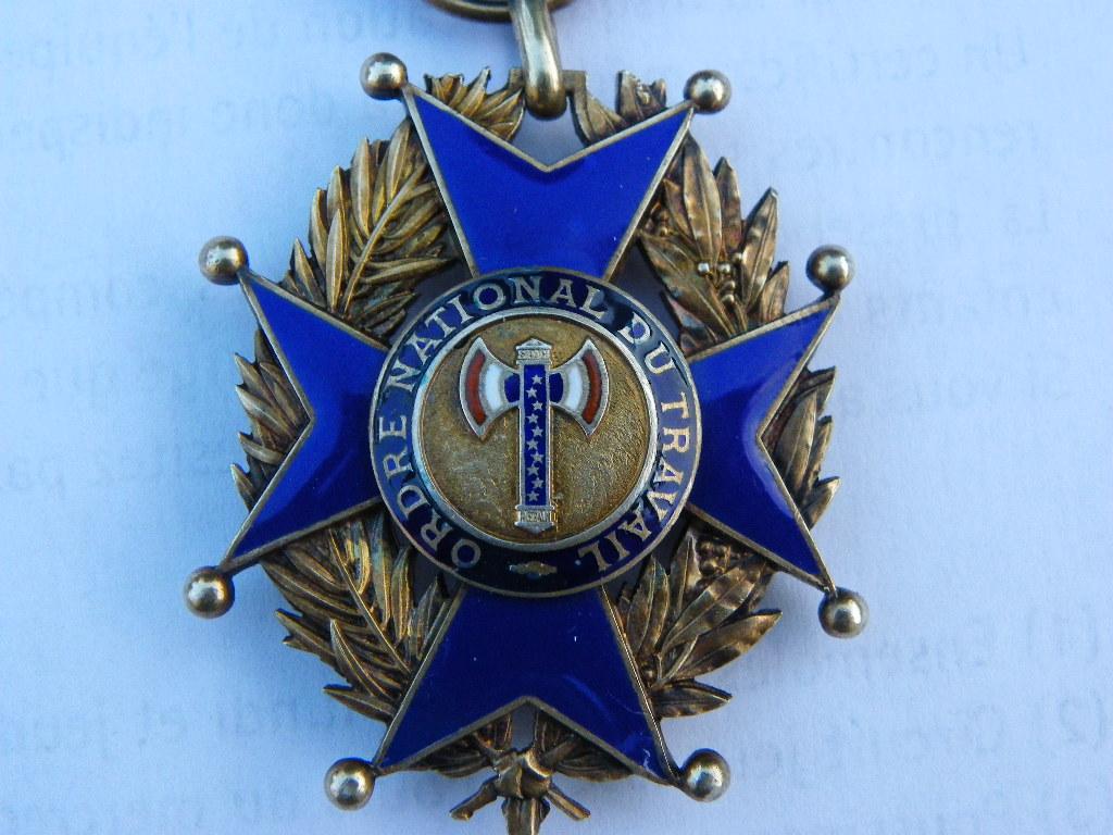 ordre national du travail de vichy Imgp0081