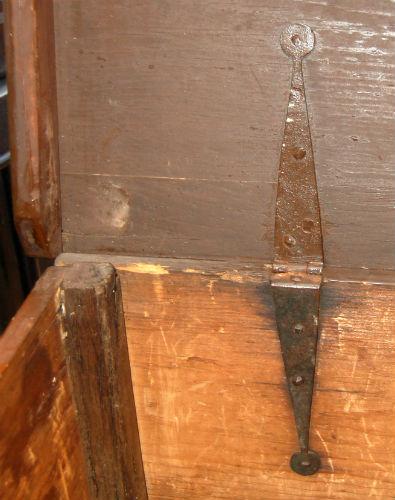 VENDU - coffre antique ¤ 1_00810