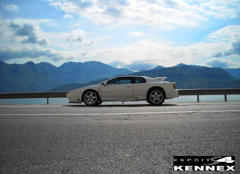 Mi presento....forse a breve...Lotus Esprit 2.2. SE Dscn1015