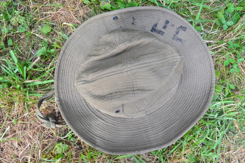 Ensemble après-guerre INDO/ALGERIE d'un même homme: vestes, pantalon, équipement cuir, gourde, rangers, chapeau de brousse, musette. AJOUT PHOTOS + BAISSE DE PRIX TERMINE-ALPINS-SEPT1 Dsc_2031