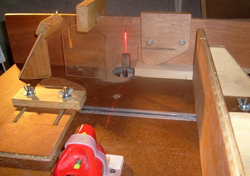 Pointage laser sur table defonceuse S6300747