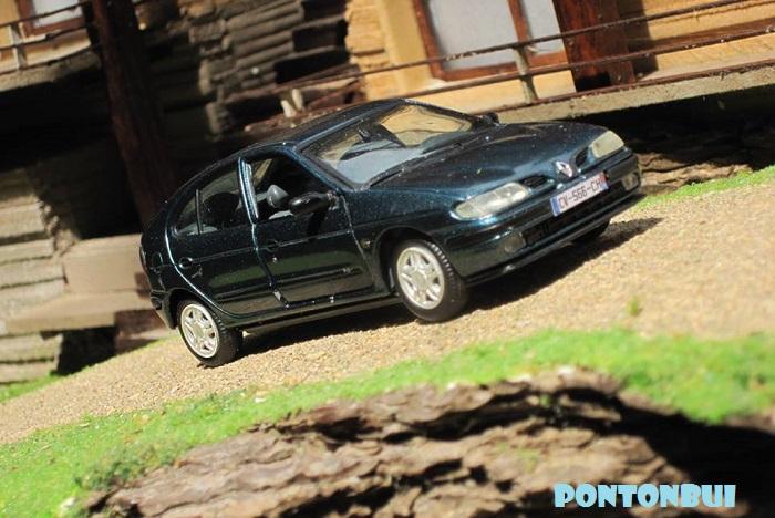 * 01 - Renault ( Les modernes post-1990 )  Megane12