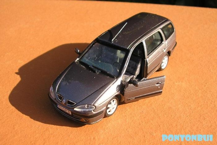 * 01 - Renault ( Les modernes post-1990 )  Megane17