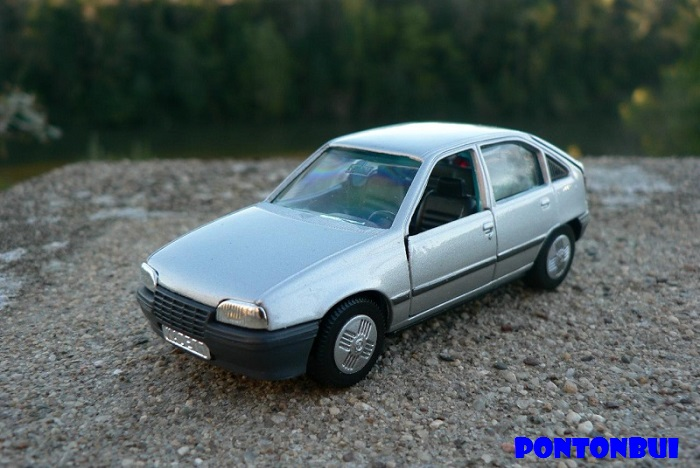 * 05 - Opel Opel_m16