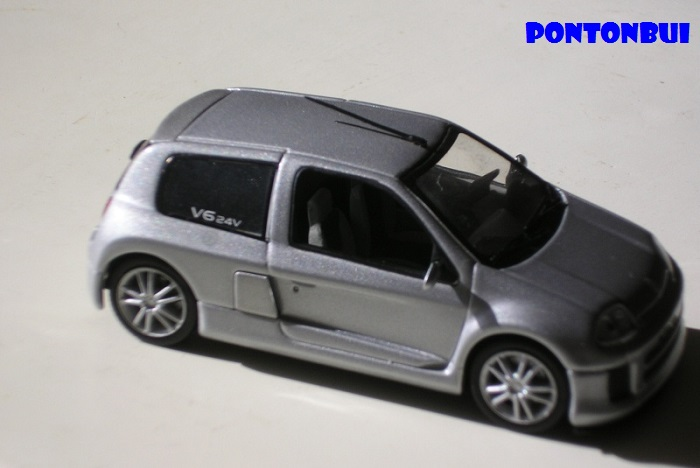 * 01 - Renault ( Les modernes post-1990 )  Renaul31