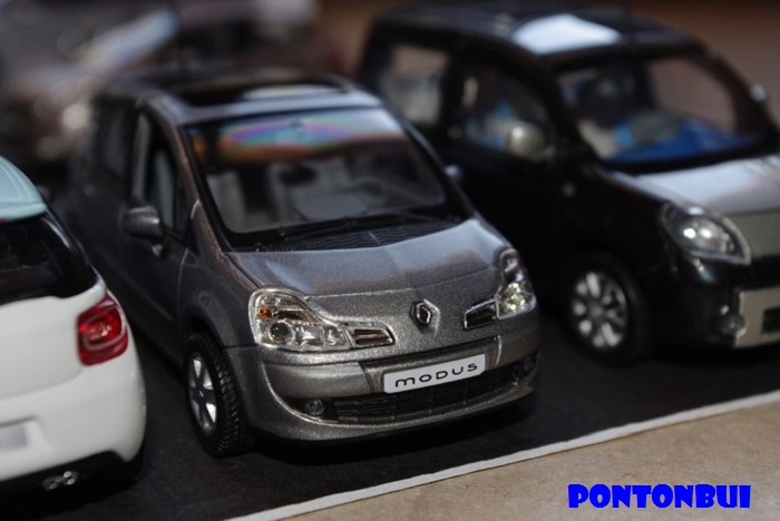 * 01 - Renault ( Les modernes post-1990 )  Renaul50