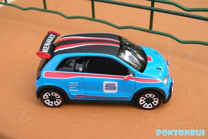 * 01 - Renault ( Les modernes post-1990 )  Twin1010