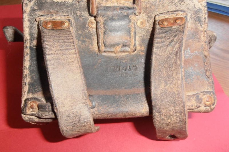 A identifier: cartouchière, boite à pansements,...?? Middle64