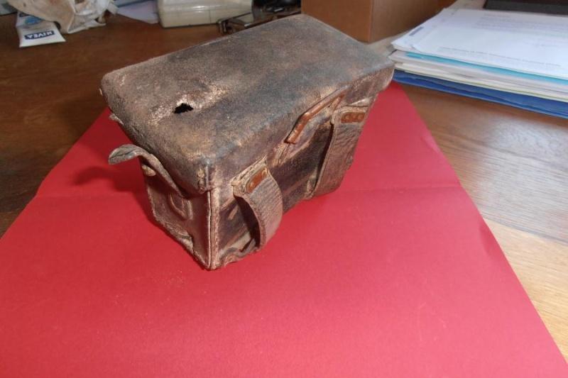 A identifier: cartouchière, boite à pansements,...?? Middle65