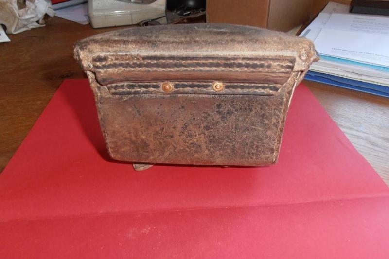A identifier: cartouchière, boite à pansements,...?? Middle66