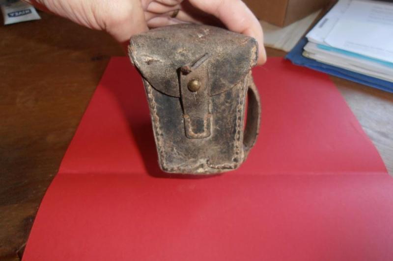 A identifier: cartouchière, boite à pansements,...?? Middle68