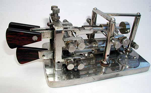 Etude et construction d'un manipulateur morse semi-automatique Automo10