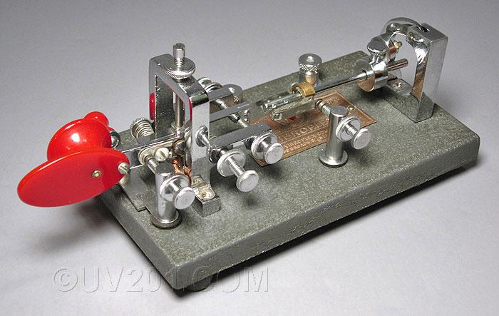 Etude et construction d'un manipulateur morse semi-automatique Vibrop10
