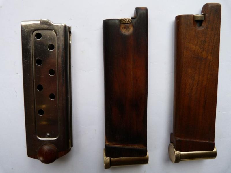 Le faux chargeur du pistolet Borchardt C 93. Access10