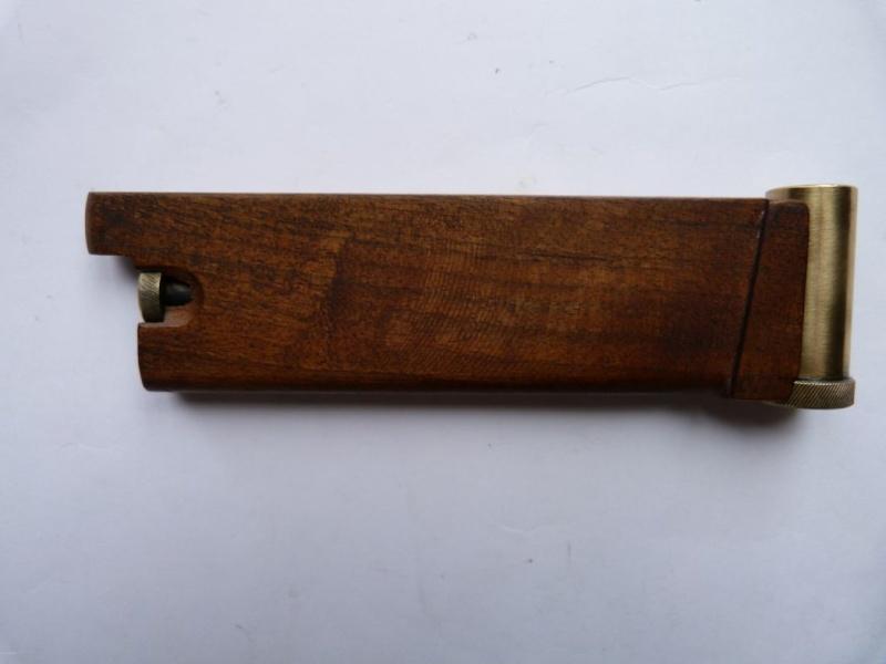 Le faux chargeur du pistolet Borchardt C 93. Access11