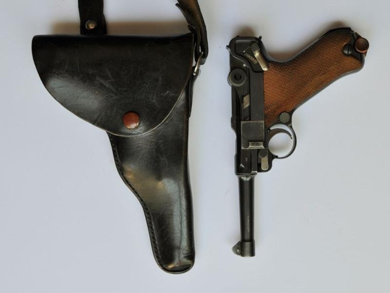 Un Luger DWM, en 9 mm, de la police du canton de Bâle. Dwm_1938