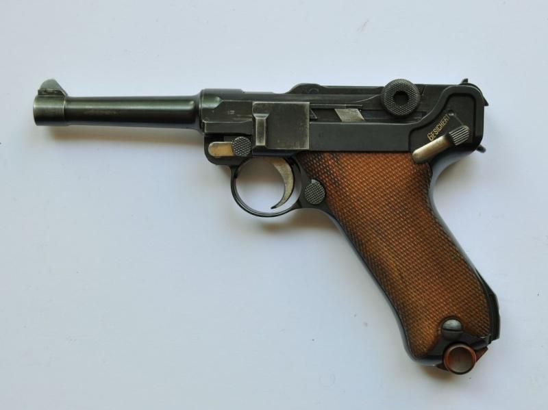 Un Luger DWM, en 9 mm, de la police du canton de Bâle. Dwm_1939
