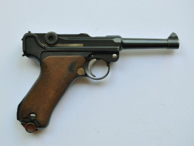 Un Luger DWM, en 9 mm, de la police du canton de Bâle. Dwm_1940