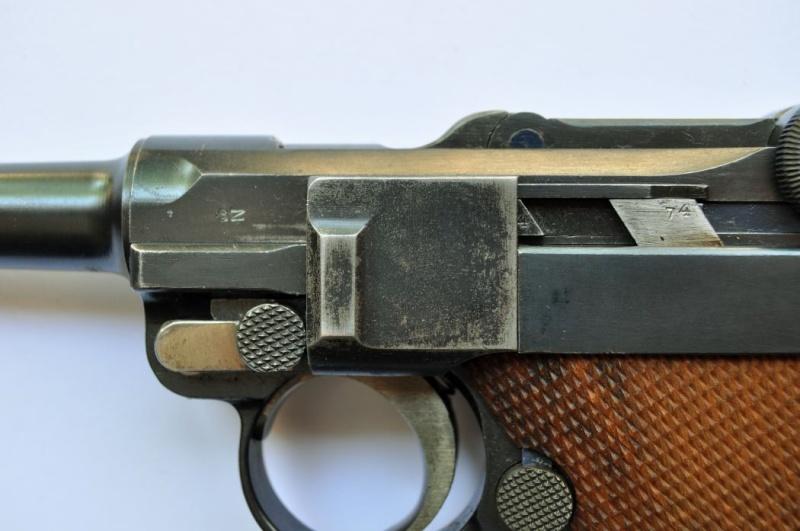Un Luger DWM, en 9 mm, de la police du canton de Bâle. Dwm_1941
