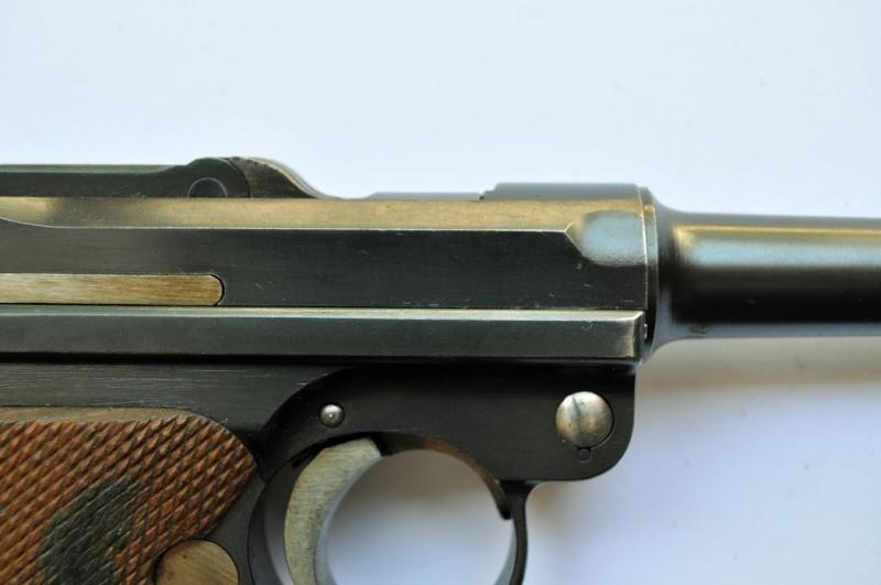 Un Luger DWM, en 9 mm, de la police du canton de Bâle. Dwm_1943