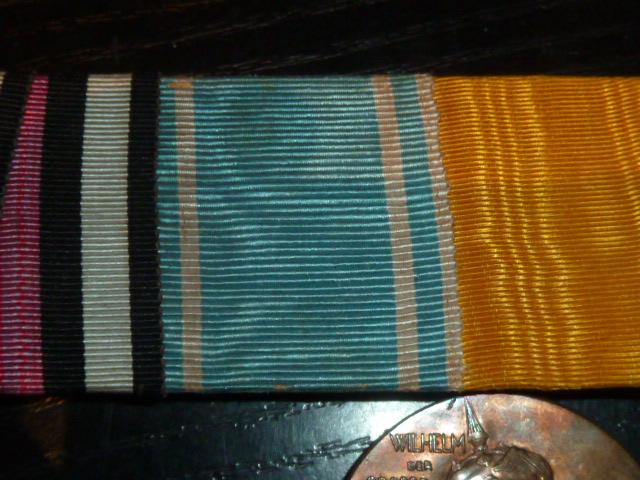 Barettes de médailles/décorations P1880411