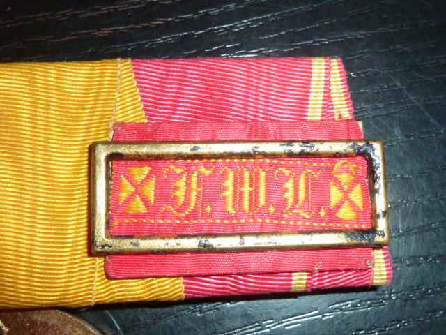 Barettes de médailles/décorations P1880415