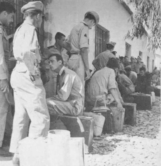 L'armée française quitte l'Algérie, été 1964 An196411