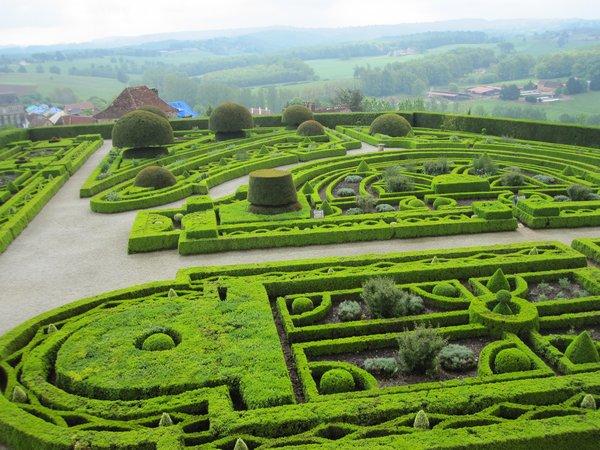 Jardins et Château de Hautefort - Page 2 Cl1810