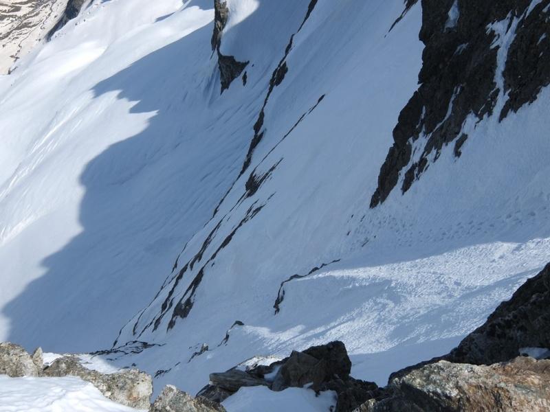 Gélas ...encore du beau ski à faire à la Madone... Dscf3012