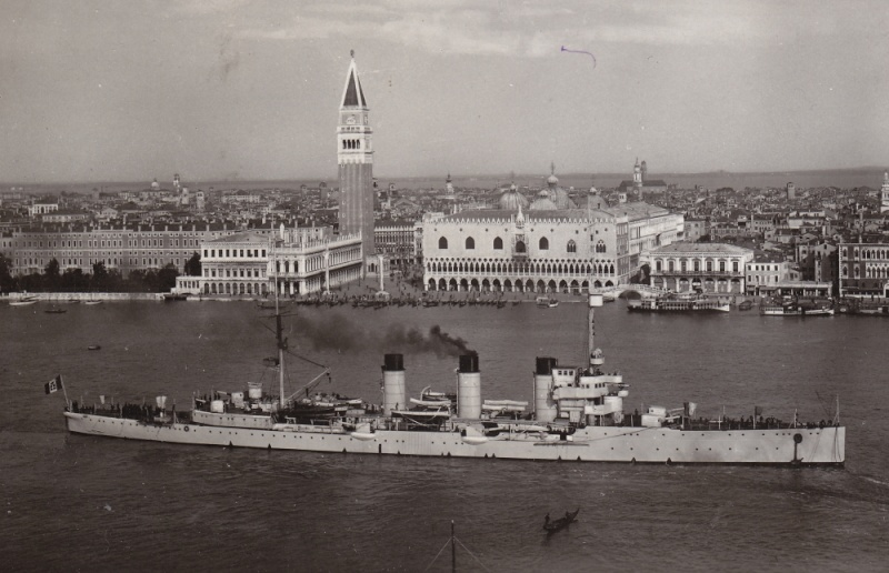 Croiseurs italiens Bari_r10
