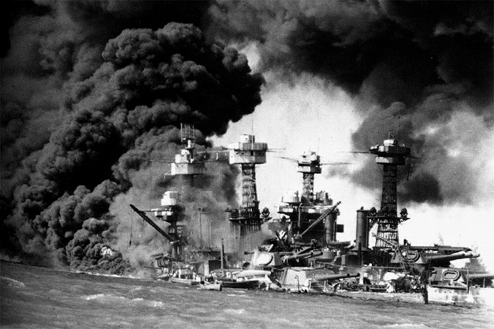 Le 7 décembre 1941,le Japon attaque Pearl Harbor West_v10