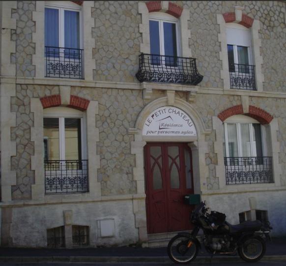 Photos de vous et de votre moto devant ....un château  - Page 5 Captur10