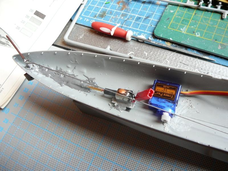 Kurzes Intermezzo: HMS King George V 1:570 in RC... P1150137