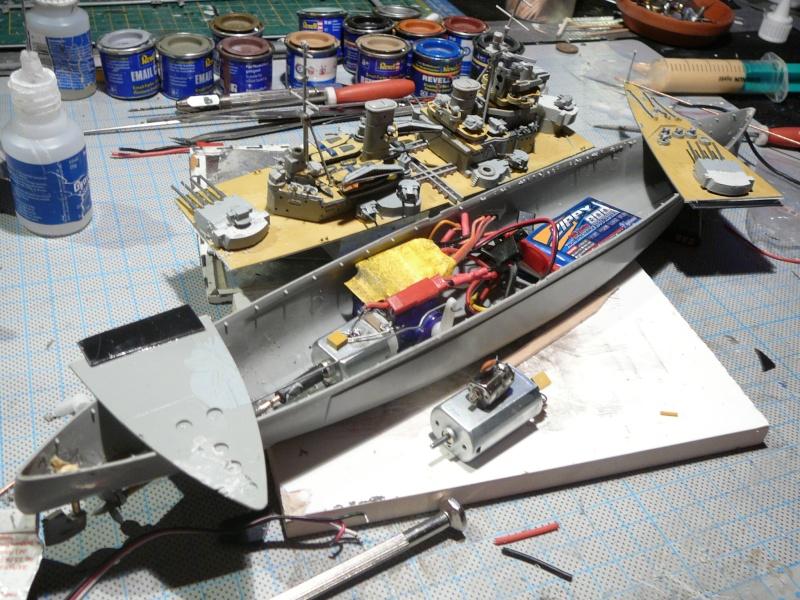 Kurzes Intermezzo: HMS King George V 1:570 in RC... P1150141
