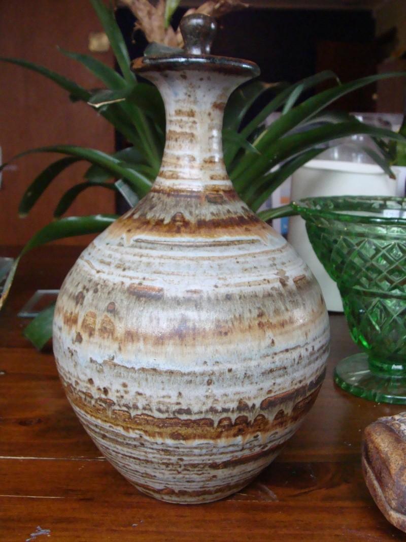 Gorgeous large stoppered bottle - Jupiter-like glaze Dsc03117