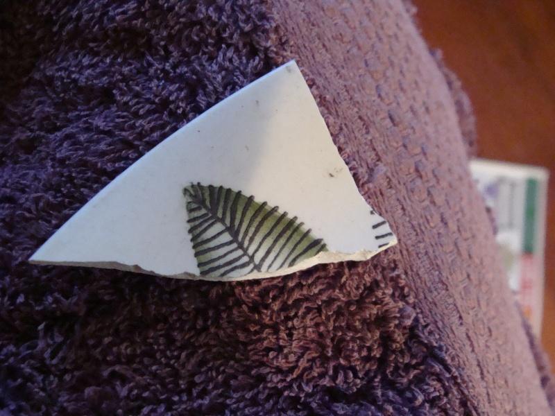 Ascot Backstamp - blue leaves is like Fernlea Dsc03210