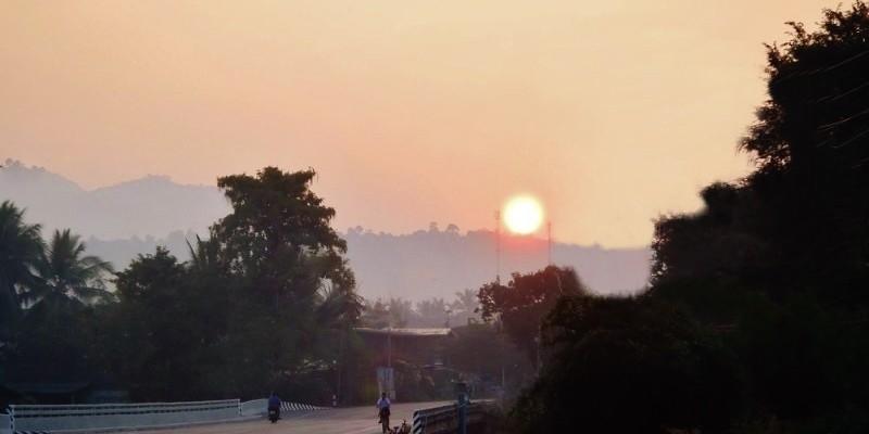 Lever de soleil en Thailande P1091411