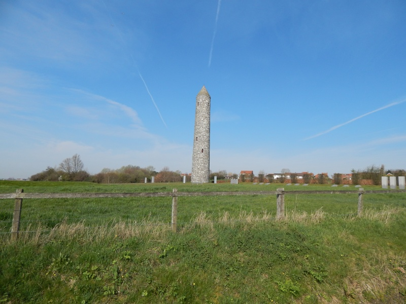 A la découverte des mémoriaux et cimetières militaires - Page 4 Dscn2110
