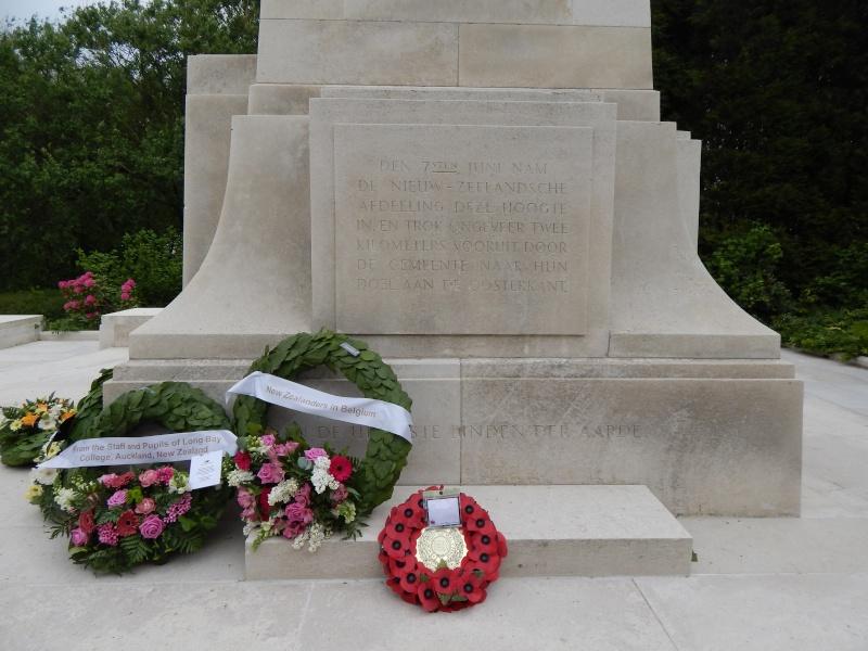 A la découverte des mémoriaux et cimetières militaires - Page 4 Dscn3311